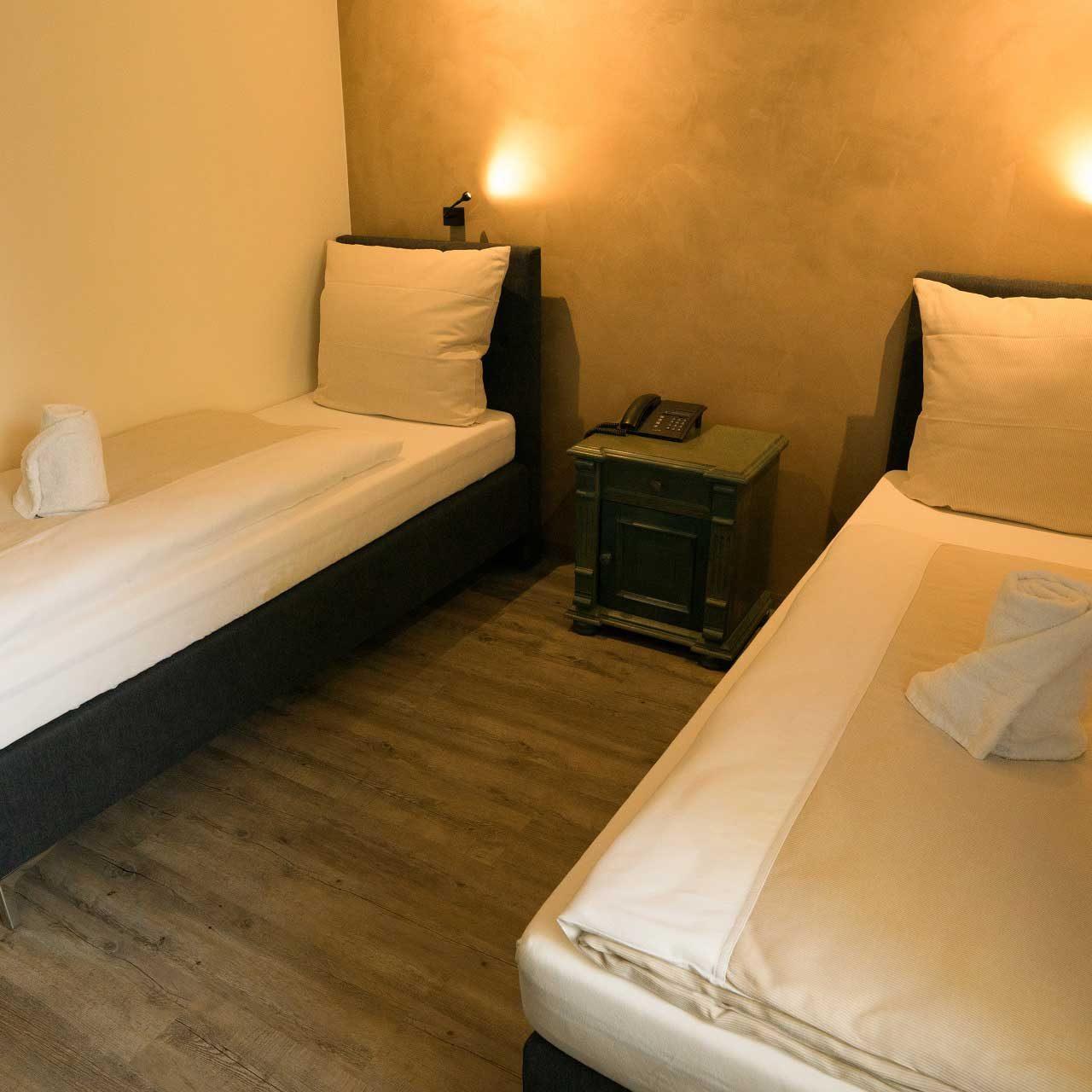 Zimmer-Zweibettzimmer